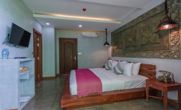 Deluxe King Suite with Private Balcony View